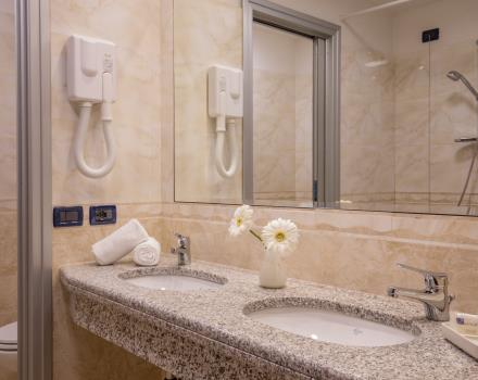 Bathroom in Superior Double Room BEST WESTERN Blu Hotel Roma