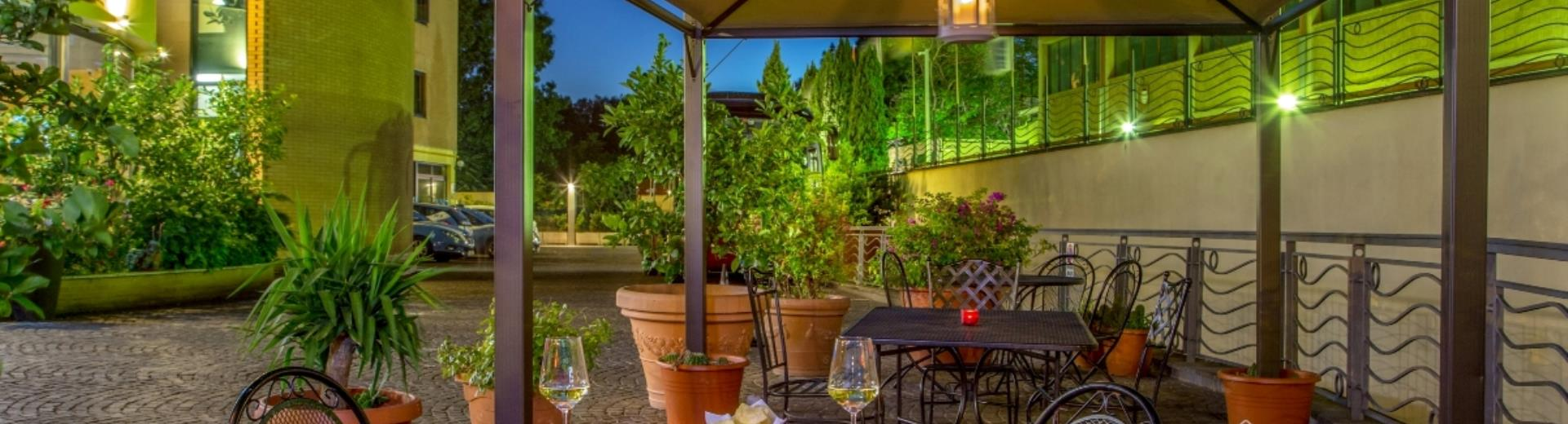 Gazebo and Restaurant terrace  BEST WESTERN Blu Hotel Roma